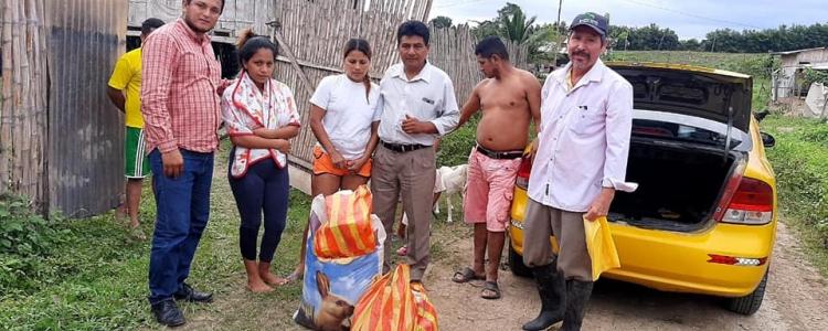 ENTREGA DE VIVERES A PERSONAS DAGNIFICADAS POR EL DEVASTADOR INCENDIO EN EL RECINTO BILSA DE NUESTRA PARROQUIA.